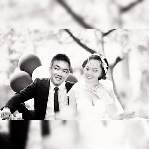 Tấm hình cưới được bạn bè ghép cho Thư
