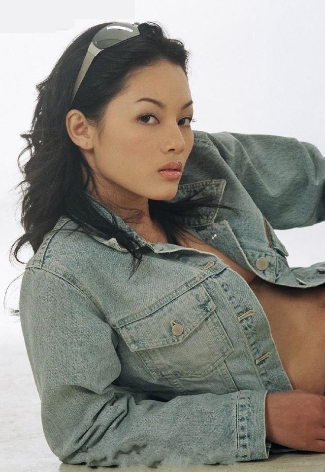 Hành trình chạm Hollywood của siêu mẫu Việt từng lộ ảnh nude - Ảnh 1.