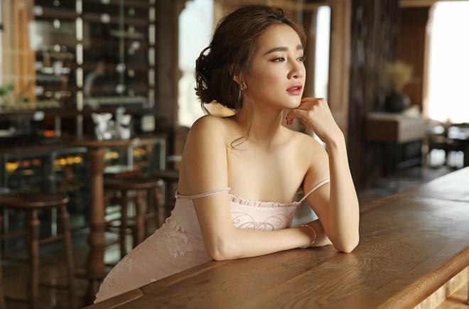 Nha Phuong goi cam hon nho vay yem hai day hinh anh 4