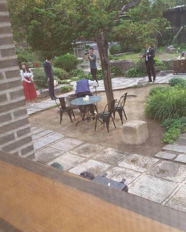 Rò rỉ hình ảnh hiếm hoi bên trong đám cưới của Goo Hye Sun - Ahn Jae Hyun - Ảnh 1.
