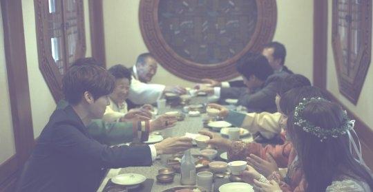 Rò rỉ hình ảnh hiếm hoi bên trong đám cưới của Goo Hye Sun - Ahn Jae Hyun - Ảnh 3.
