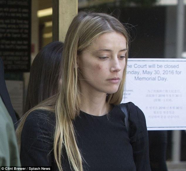 Johnny Depp tiệc tùng với gái lạ sau khi không bị truy tố tội hành hung vợ cũ - Ảnh 7.