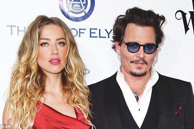 Johnny Depp tiệc tùng với gái lạ sau khi không bị truy tố tội hành hung vợ cũ - Ảnh 8.
