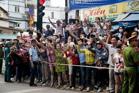 Mỹ công bố clip hậu trường chuyến thăm Việt Nam của Tổng thống Obama - ảnh 2