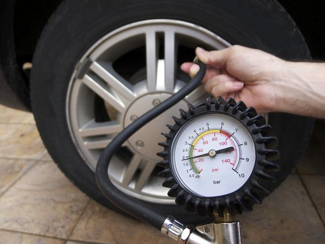 Kiểm tra áp suất lốp thường xuyên để tránh những trường hợp bất thường. Ảnh minh họa. Nguồn: internet.