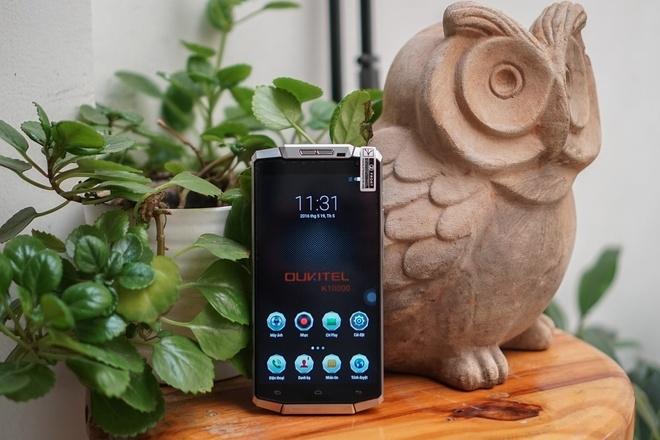 Smartphone pin lớn nhất thế giới về Việt Nam, giá 5 triệu đồng