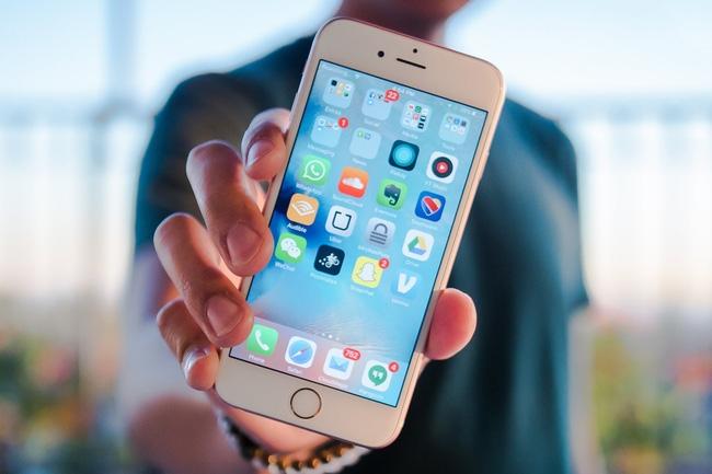 Ăn theo Samsung, đến lượt Apple cũng làm iPhone màn hình cong - Ảnh 1.
