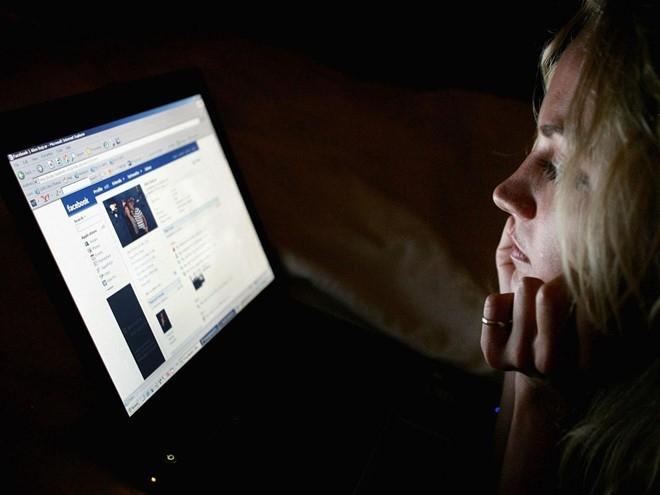 Facebook bi to nghe len dien thoai cua nguoi dung hinh anh 1