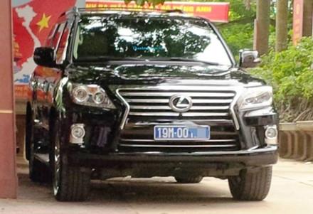 Một chiếc Lexus tiền tỉ biển xanh khác tại Phú Thọ