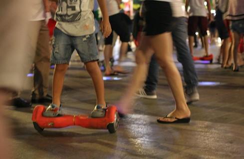 Giới trẻ phát cuồng lao vào thú chơi xe trượt điện mạo hiểm - Ảnh 1