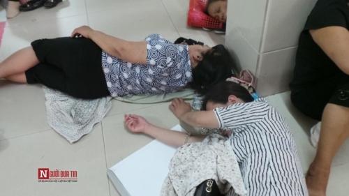 Hàng trăm bệnh nhân nằm vạ vật tránh nắng nóng ở BV lớn nhất Thủ đô - Ảnh 5