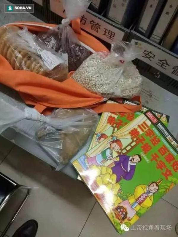 Món quà Tết thiếu nhi xót xa nhất năm 2016: Mẹ trộm đồ về cho con - Ảnh 1.