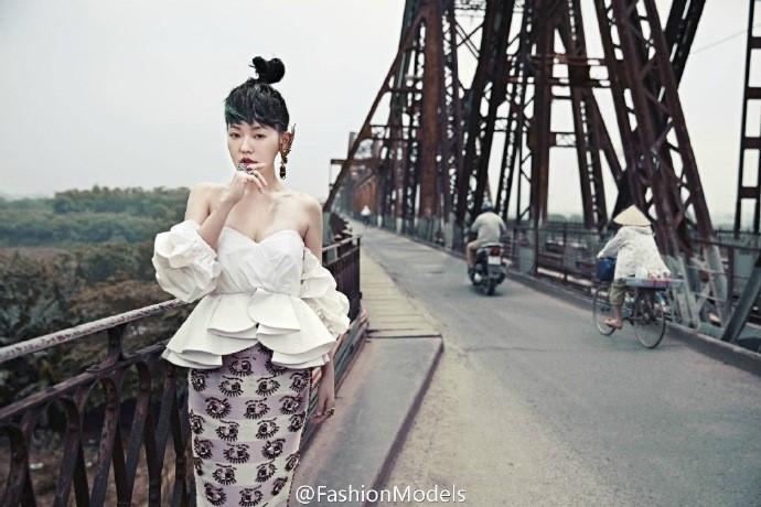 Ngam tron bo anh o Ha Noi cua MC Tieu S tren Vogue hinh anh 3