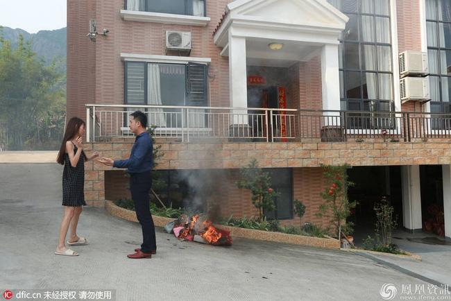 Nữ sinh Đại học đốt đống túi hàng hiệu Louis Vuitton, Prada, Hermes... để đòi ly hôn với chồng giàu - Ảnh 3.