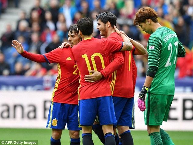 Cả Silva lẫn Fabregas đều lập công trước Hàn Quốc