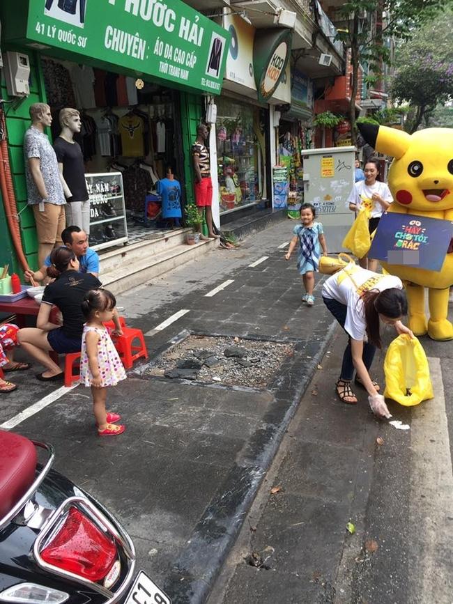 Thanh niên mặc đồ Pikachu giơ bảng dừng xe tắt máy khi đèn đỏ, bị tông ngã dúi dụi - Ảnh 9.