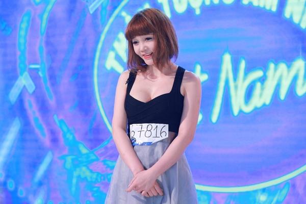 thi-sinh-vietnam-idol-gay-chu-y-vi-mac-qua-goi-cam-di-thu-giong-1