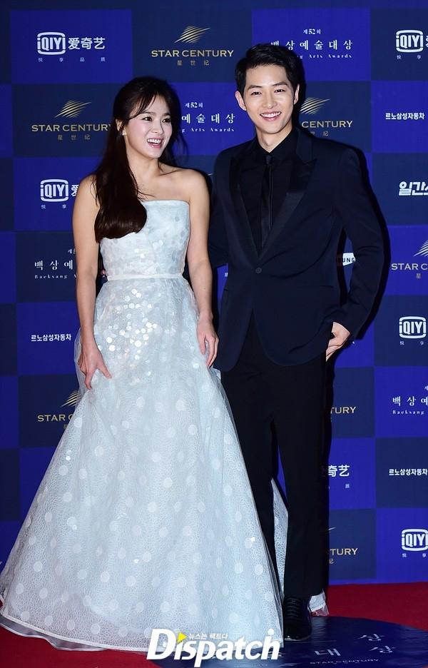 Cặp đôi Song - Song nắm tay tình tứ, Suzy khoe vòng 1 đẫy đà trên thảm đỏ Baeksang 2016 - Ảnh 7.