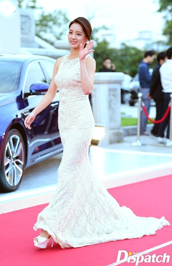 Cặp đôi Song - Song nắm tay tình tứ, Suzy khoe vòng 1 đẫy đà trên thảm đỏ Baeksang 2016 - Ảnh 14.