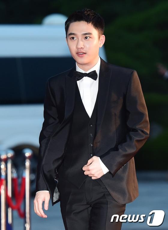 Cặp đôi Song - Song nắm tay tình tứ, Suzy khoe vòng 1 đẫy đà trên thảm đỏ Baeksang 2016 - Ảnh 23.