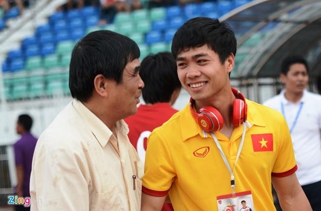 HLV Huu Thang dat tay len trai tim cam on CDV Viet o Myanmar hinh anh 6