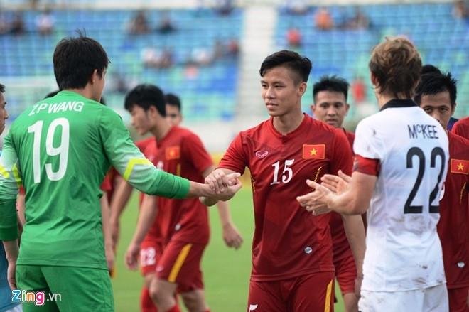 HLV Huu Thang dat tay len trai tim cam on CDV Viet o Myanmar hinh anh 7