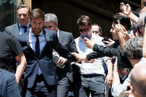 Messi hầu tòa: Vẫn đổ lỗi cho cha, có thể ngồi tù - 1