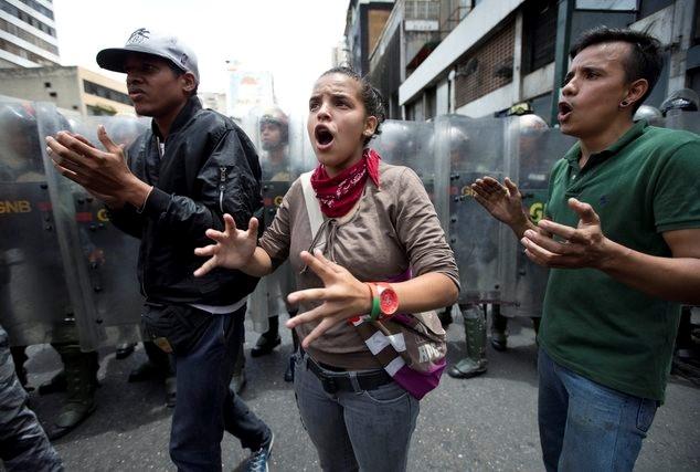 Nguoi dan Venezuela bieu tinh doi thuc an hinh anh 1