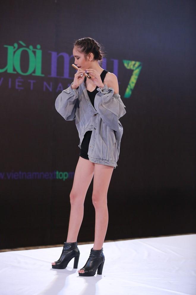Thi sinh Next Top Model gao thet doi vao nha chung hinh anh 13