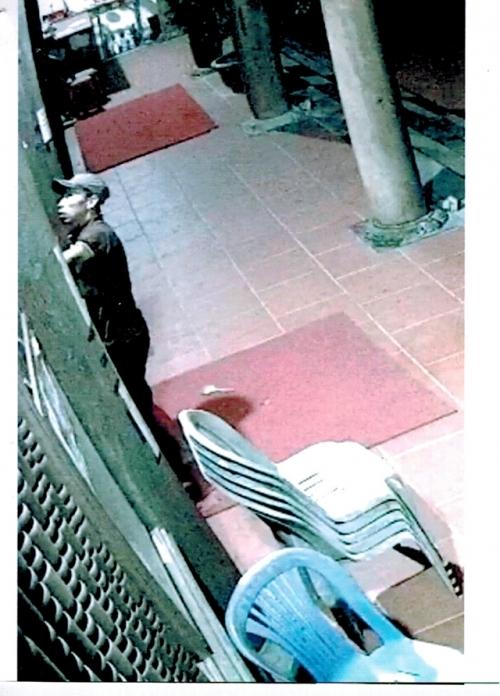Trích xuất camera phát hiện 2 kẻ đột nhập đền 'cuỗm' 300 triệu đồng - Ảnh 1
