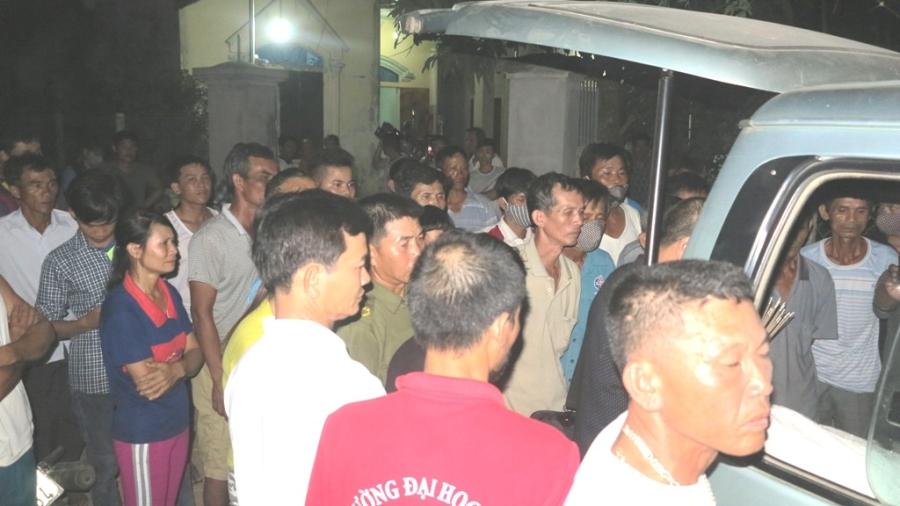 Khuya 2/6, xe chở thi thể các nạn nhân mới về đến quê nhà.
