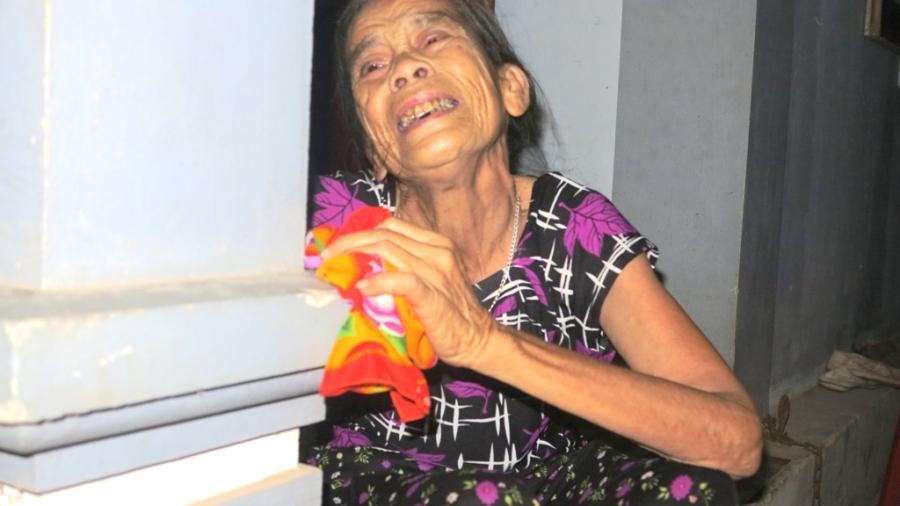 Mẹ già xót xa khi lá xanh rụng trước lá vàng.