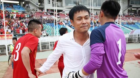 """HLV Hữu Thắng: """"Hàng thủ đã mắc lỗi nhưng tôi hài lòng về nỗ lực của toàn đội"""""""