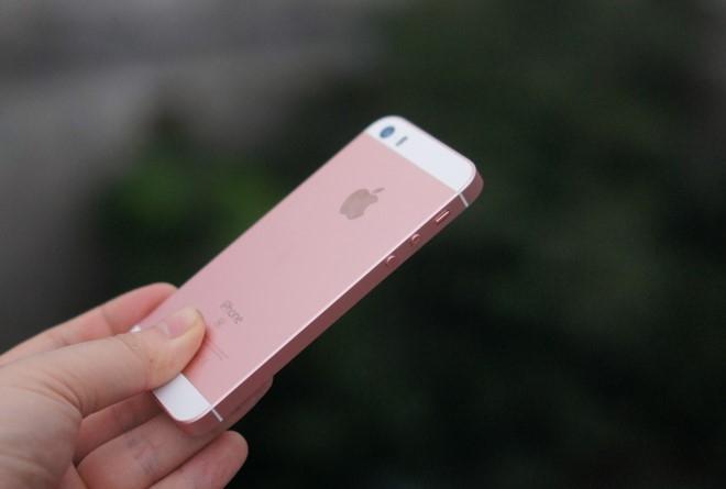 iPhone SE mat hut tren ban do smartphone Viet Nam hinh anh 1