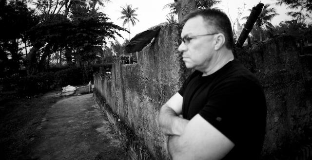 Tiếng khóc của hung thủ ở Mỹ Lai và cái bắt tay tha thứ hận thù - Ảnh 1.