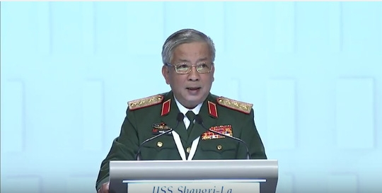Thượng tướng Nguyễn Chí Vịnh phát biểu tại Đối thoại Shangri-La 2016. Ảnh: IISS
