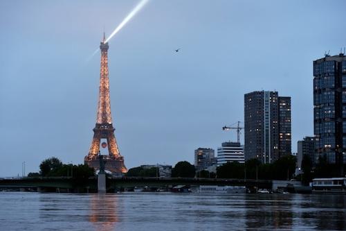 Ảnh: Thuyền bơi, vịt lội trên phố Paris - 13