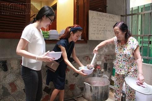 Bà chủ nhà trọ tốt bụng nhất Hà Nội: Nấu cho sinh viên ăn, thương như con - ảnh 4