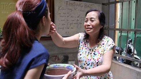 Bà chủ nhà trọ tốt bụng nhất Hà Nội: Nấu cho sinh viên ăn, thương như con - ảnh 7