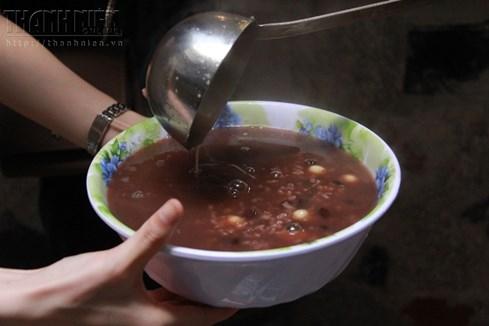 Bà chủ nhà trọ tốt bụng nhất Hà Nội: Nấu cho sinh viên ăn, thương như con - ảnh 8