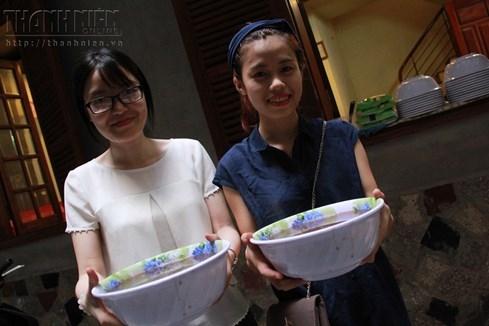 Bà chủ nhà trọ tốt bụng nhất Hà Nội: Nấu cho sinh viên ăn, thương như con - ảnh 9