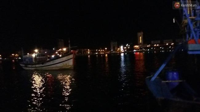 Chùm ảnh hiện trường khi chiếc tàu du lịch bắt đầu chìm trên sông Hàn - Ảnh 6.