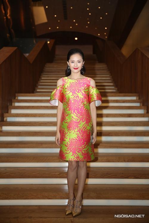 Hà Vi diện mẫu váy mới nhất của Đỗ Mạnh Cường để xuất hiện trên thảm đỏ thời trang.