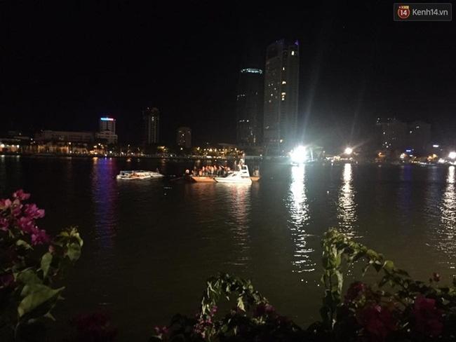 Lật tàu trên sông Hàn: Tàu chở quá tải, nạn nhân được cứu cho biết khách không được phát áo phao - Ảnh 1.
