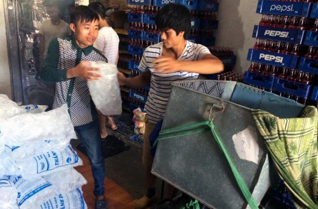 Hơn lúc nào hết, những ngày Hà Nội nóng cao điểm thì các dịch vụ vận chuyển hàng, ship hàng lại trở nên cực kỳ đắt khách và phát triển rất mạnh.