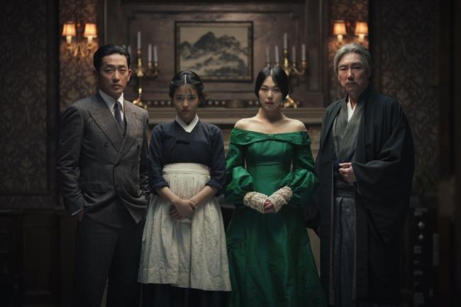 """Phim đồng tính nữ """"The Handmaiden"""" mới công chiếu đã gây bão phòng vé Hàn - Ảnh 1."""