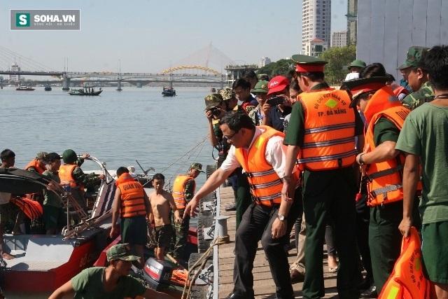 Tàu chìm trên sông Hàn: 2 nạn nhân tự bơi vào bờ đã đến trình diện - Ảnh 1.