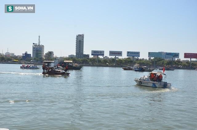 Tàu chìm trên sông Hàn: 2 nạn nhân tự bơi vào bờ đã đến trình diện - Ảnh 2.