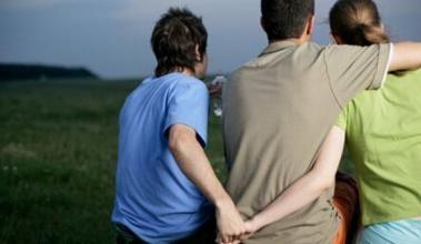 Bất hạnh nhuốm máu của 1 gia đình có người chồng bất lực - Ảnh 1.