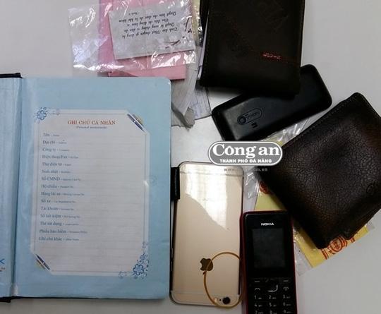 Cuốn sổ chi tiết ngày giờ bán ma túy, ai bán, số lượng, giá tiền bao nhiêu được Hòa và Kết ghi chép cẩn thận